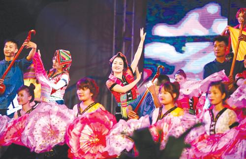 Biểu diễn nghệ thuật trong Lễ khai mạc Tuần Văn hóa - Du lịch Mường Lò năm 2016. (Ảnh: KT)