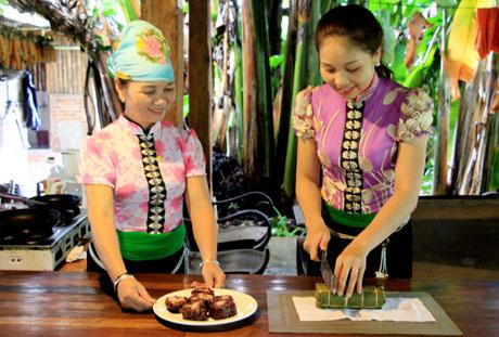 Bánh chưng đen - một loại bánh truyền thống của đồng bào dân tộc Thái Mường Lò