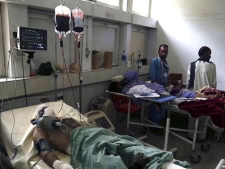 Những người bị thương được điều trị trong bệnh viện.