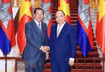 Thủ tướng Nguyễn Xuân Phúc tiếp song phương Thủ tướng Chính phủ Hoàng gia Campuchia Samdech Techo Hun Sen.