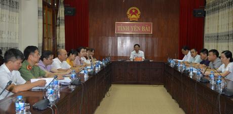Phó Chủ tịch UBND tỉnh Nguyễn Văn Khánh cũng lãnh đạo một số sở, ngành tham dự Hội nghị trực tuyến tại điểm cầu Yên Bái.