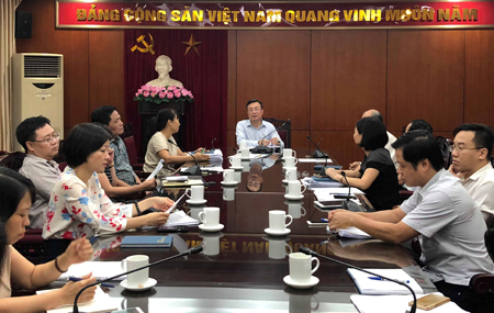 Đồng chí Bùi Trường Giang chủ trì cuộc họp.