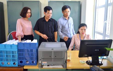 Đoàn kiểm tra liên ngành kiểm tra việc thực hiện cấp phiếu lý lịch tư pháp tại Sở Tư pháp.