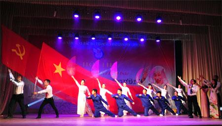 Một tiết mục văn nghệ đạt giải A tại Liên hoan tiếng hát những người làm báo Yên Bái năm 2018 được dàn dựng công phu, ý nghĩa gắn với sự kiện 60 năm Ngày Bác Hồ thăm Yên Bái.