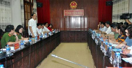 Đồng chí Hoàng Quốc Hùng – Giám đốc Trung tâm LLTP quốc gia, Bộ Tư pháp phát biểu tại buổi làm việc.