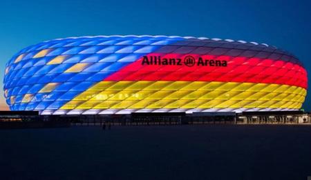 Sân Allianz Arena được chiếu sáng trong chiến dịch đăng cai EURO 2024 của nước Đức.