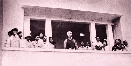 Bác Hồ nói chuyện với đồng bào các dân tộc tại sân vận động Yên Bái cách đây 60 năm. (Ảnh: T.L)