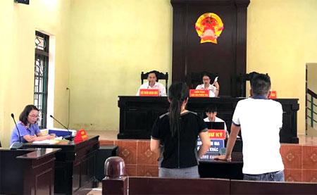 Một phiên tòa xử ly hôn tại trụ sở TAND thành phố Yên Bái.