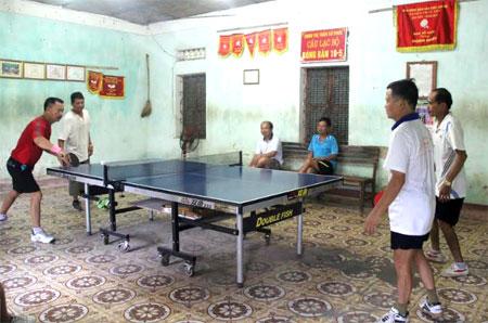 Các vận động viên môn bóng bàn đoàn huyện Trấn Yên tập luyện chuẩn bị tham gia Đại hội TDTT tỉnh lần thứ VIII.