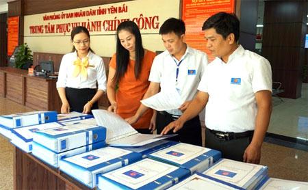 Các thủ tục hành chính đưa vào giải quyết tại Trung tâm Phục vụ Hành chính công của tỉnh được giám sát chặt chẽ từ khâu tiếp nhận, xử lý đến hoàn trả kết quả.