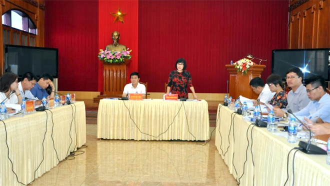 Thứ trưởng Bộ Tư pháp Đặng Hoà ng Oanh phát biểu tại buổi là m việc .