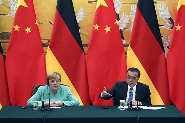 Thủ tướng Đức Angela Merkel và Thủ tướng Trung Quốc Lý Khắc Cường.