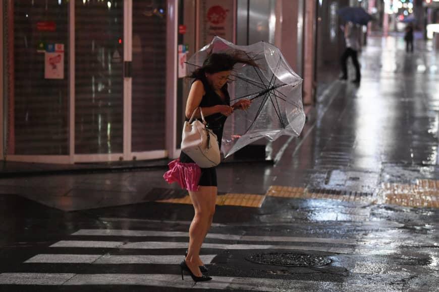 Siêu bão Faxai gây gió mạnh và mưa lớn tại Tokyo.