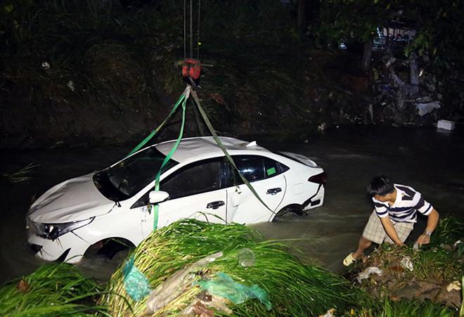 Nhân chứng kể lại lúc cứu 4 người bị nạn.