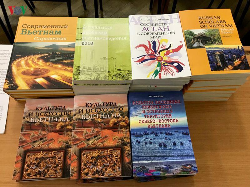 Một số cuốn sách do Trung tâm nghiên cứu Việt Nam và ASEAN-Viện Viễn Đông-Viện Hàn lâm Khoa học Nga xuất bản.