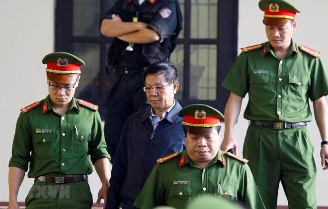 Trong ảnh: Bị cáo Phan Văn Vĩnh được cơ quan chức năng dẫn giải ra tòa trong phiên xử sơ thẩm ngày 13/11/2018.