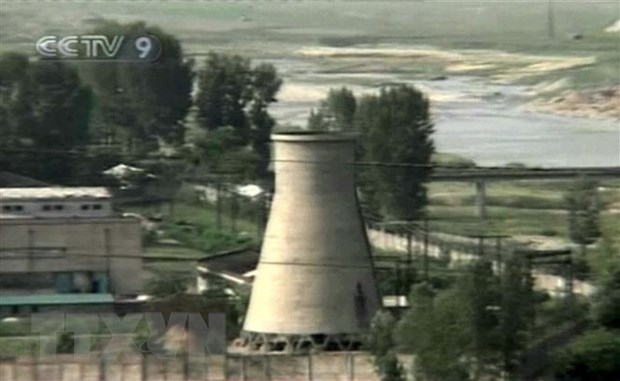Tháp làm nguội của cơ sở hạt nhân Yongbyon của Triều Tiên trước khi bị phá hủy.