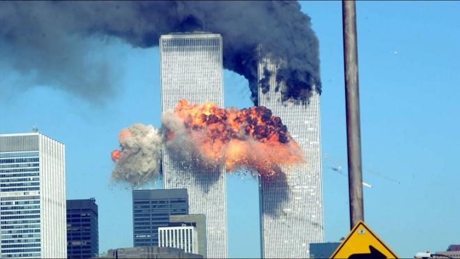 Hình ảnh chiếc máy bay bị cướp lao vào tòa tháp đôi vào ngày 11/9/2001.