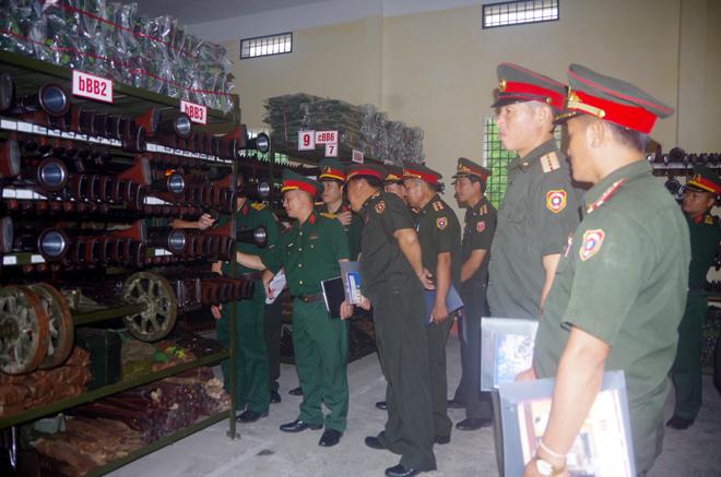 Đoàn cán bộ quân sự Bộ CHQS tỉnh Xay Nhạ Bu Ly (Lào) thăm quan Kho K1B, Bộ CHQS tỉnh Yên Bái.