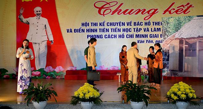 Hoạt cảnh trong phần thi kể chuyện của thí sinh Nguyễn Thị Bích Liên đến từ Đảng bộ xã Viễn Sơn.