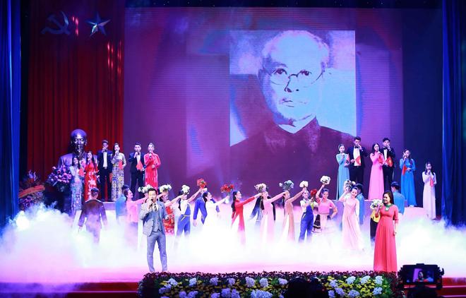 Tiết mục văn nghệ tái hiện lịch sử tại Lễ kỷ niệm 130 năm Ngày sinh Trưởng ban Thường trực Quốc hội Bùi Bằng Đoàn.