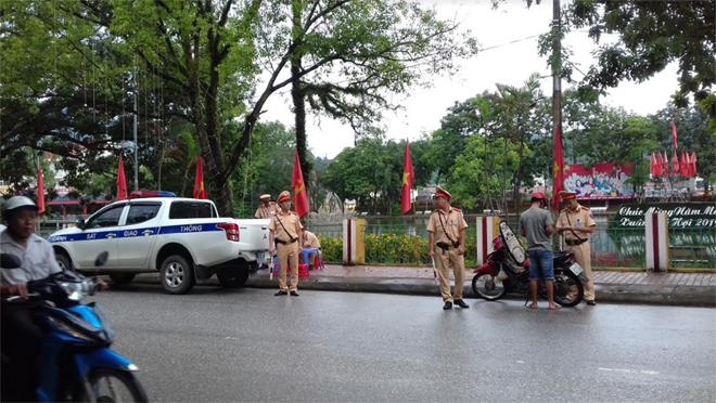 Tổ công tác Đội Cảnh sát Giao thông - Trật tự - Cơ động Công an huyện Văn Yên thực hiện tuần tra, kiểm soát trên địa bàn huyện.