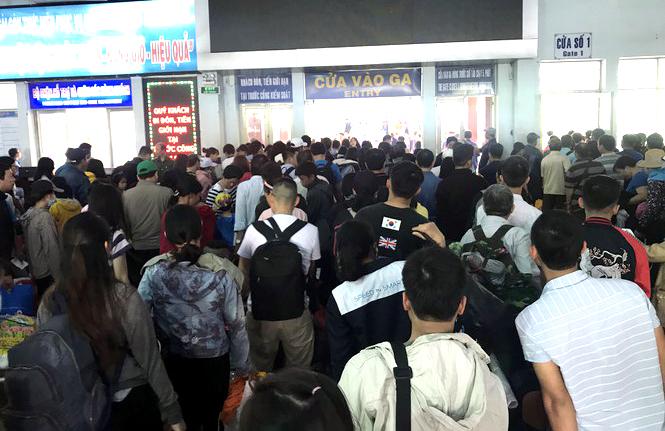 Hàng năm cứ đến dịp Tết là nguy cơ 'cháy vé' tàu xe lại tăng cao.