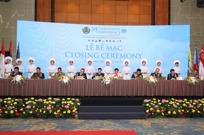 Trưởng đoàn Cảnh sát các nước ASEAN ký thông qua Thông cáo chung Hội nghị ASEANAPOL 39.
