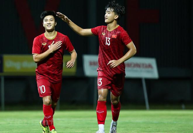 Tiền vệ Martin Lo (trái) trở lại đội tuyển U22 Việt Nam ở đợt tập trung đầu tháng 10 tới.
