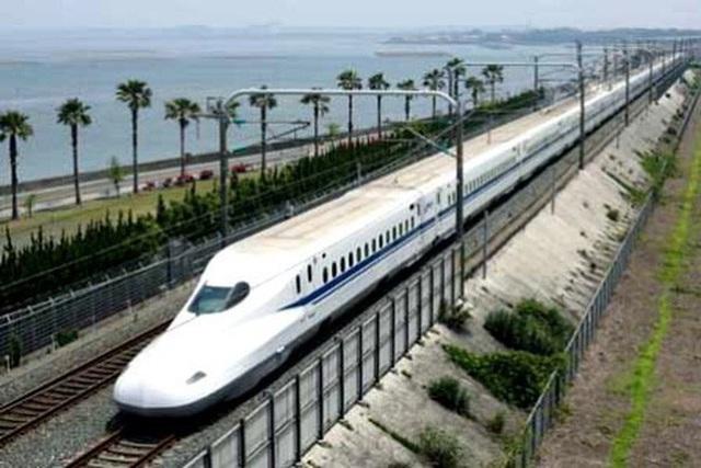 Việc đầu tư xây dựng đường sắt tốc độ cao Bắc - Nam có ý nghĩa quan trọng.