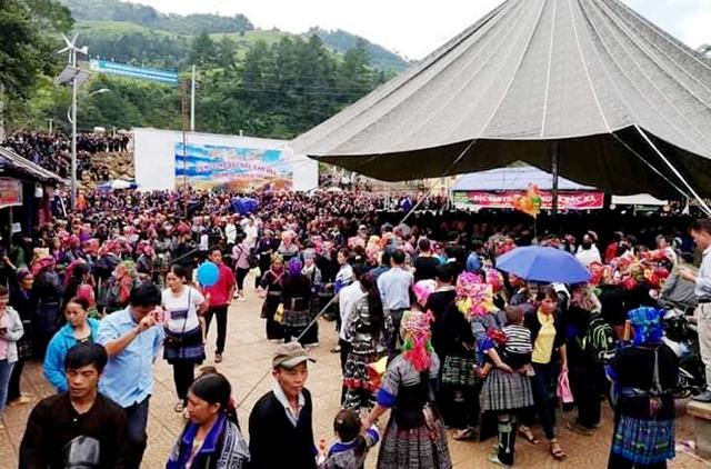 Hà ng ngà n người dân và du khách dự tham dự Tết Độc lập tại huyện Mù Cang Chải