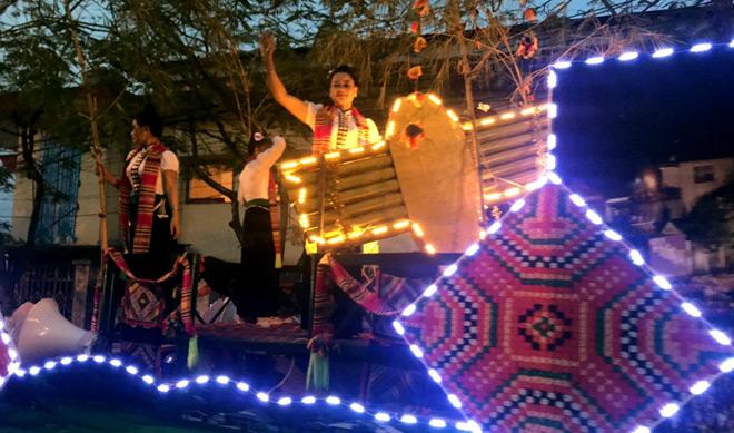 Yên Bái, Nghĩa Lộ, Mường Lò và các địa phương miền Tây đã tặng du khách một đêm đầy rực rỡ sắc màu, âm thanh sôi động, đầy hứng khởi.