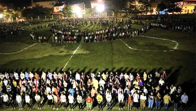 Người dân thị xã Nghĩa Lộ và huyện Văn Chấn tích cực tập luyện cho màn đại xòe.