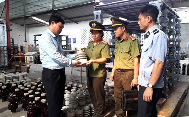 Lực lượng an ninh kinh tế luôn bám sát địa bàn cơ sở, nắm bắt kịp thời tình hình sản xuất của các doanh nghiệp.