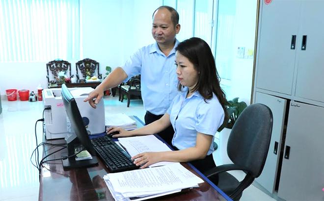Anh Lò Xuân Thịnh luôn tận tình giúp đỡ đồng nghiệp trong thực hiện chuyên môn nghiệp vụ.