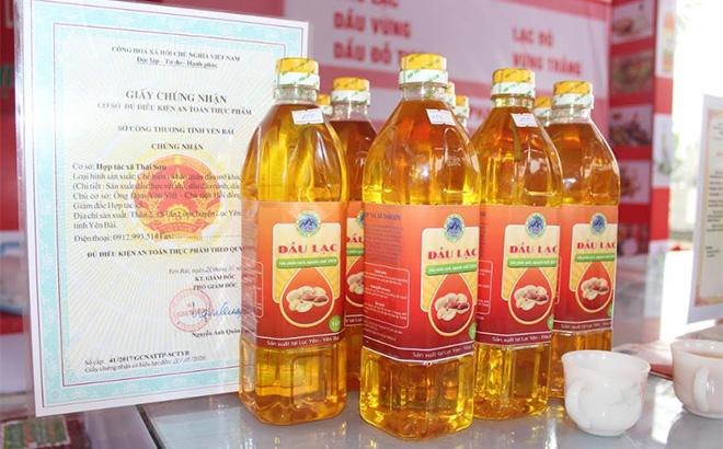 Dầu lạc đỏ - sản phẩm OCOP Lục Yên tiêu chuẩn 3 sao cấp tỉnh.