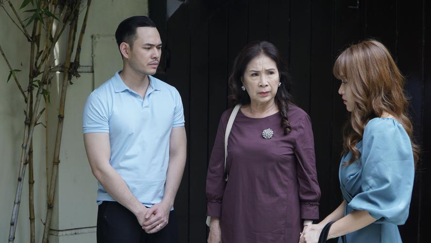 Nghệ sĩ nhân dân Kim Xuân (giữa) đảm nhận vai chính trong bộ phim.