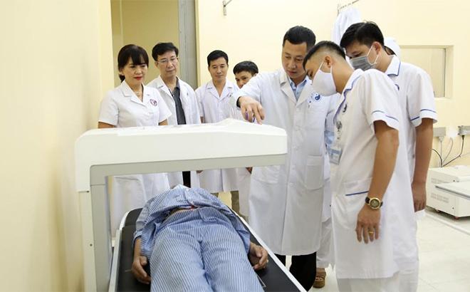 """Bệnh viện Y học cổ truyền Trung ương chuyển giao gói kỹ thuật """"Đo mật độ xương bằng phương pháp DEXA"""" cho cán bộ Bệnh viện Y học cổ truyền tỉnh Yên Bái"""