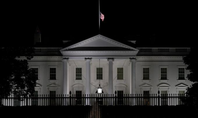 Bên ngoài Nhà Trắng hôm 18/9. Ảnh: AFP.