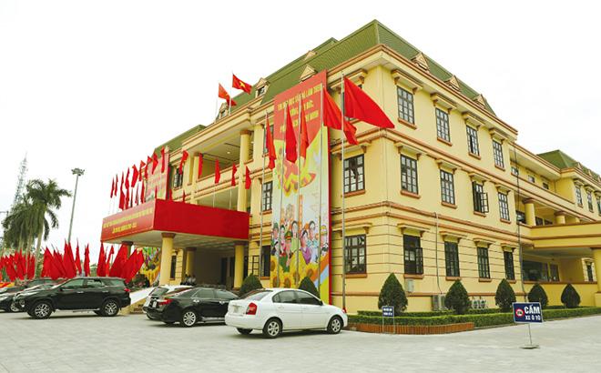 Trung tâm Hội nghị tỉnh - nơi diễn ra Đại hội đại biểu Đảng bộ tỉnh Yên Bái lần thứ XIX trước thềm ngày khai mạc Đại hội. (Ảnh: Thanh Miền)