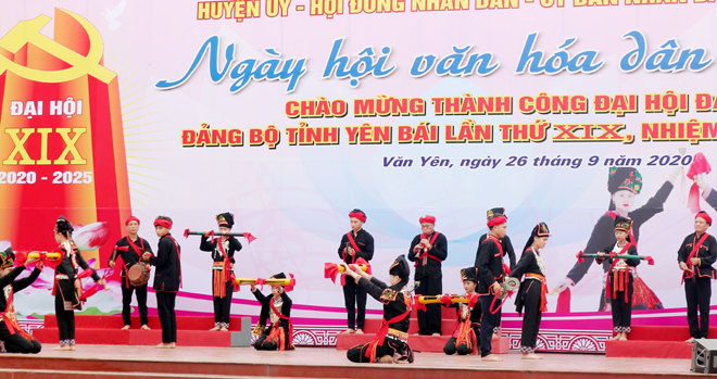 Một tiết mục múa trong Ngày hội văn hóa dân tộc Dao Văn Yên