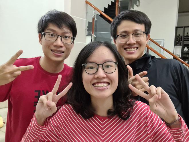 Thiều Minh (sinh năm 1998) theo học ngành Bác sĩ Đa khoa, còn Gia Nghi (sinh năm 1999) và Minh Anh (sinh năm 2002) đều dành trọn đam mê với trở thành Bác sĩ Răng - Hàm - Mặt.