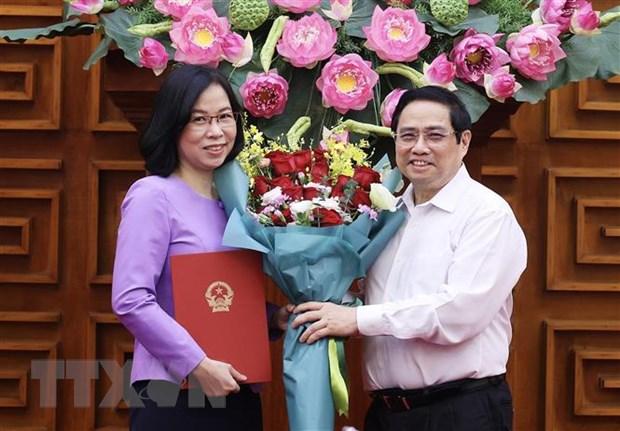 Thủ tướng Phạm Minh Chính trao Quyết định bổ nhiệm Tổng Giám đốc Thông tấn xã Việt Nam cho bà Vũ Việt Trang.