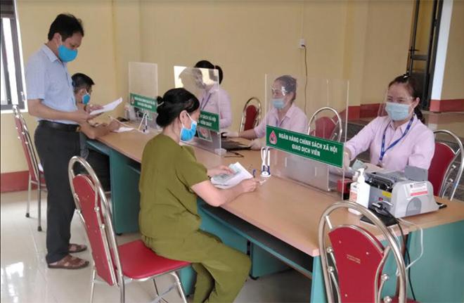 Giao dịch định kỳ hàng tháng của Ngân hàng Chính sách xã hội ở phường Nam Cường, thành phố Yên Bái.