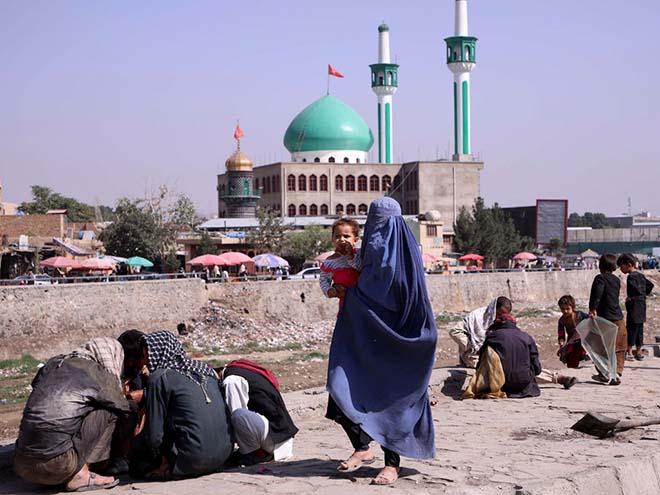 Người Afghanistan trên đường phố Kabul ngày 4.9
