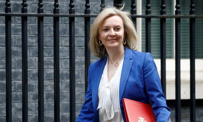 Liz Truss bên ngoài Văn phòng Thủ tướng Anh tại London tháng 3/2020.