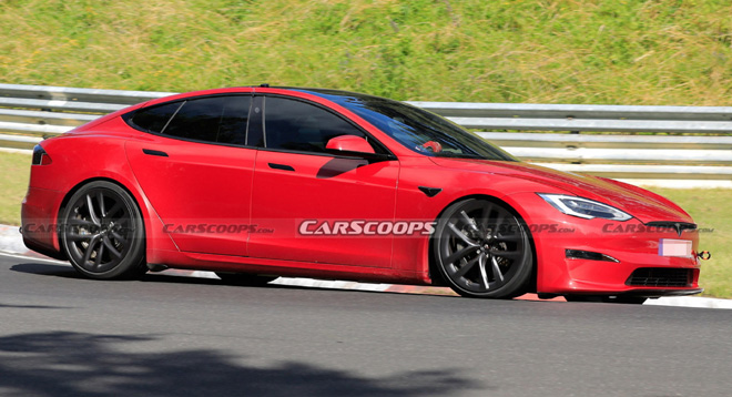 Chiếc Tesla Model S Plaid tại trường đua Nürburgring. Ảnh: CarScoops
