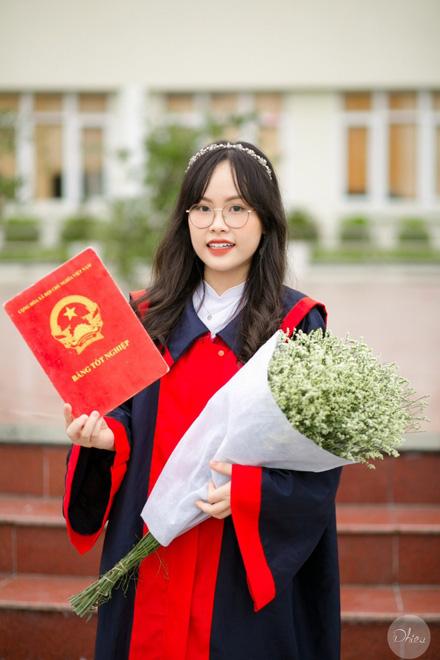 Đàm Thị Xuân Giao (2003, Hải Phòng), cựu học sinh trường THPT Chuyên Trần Phú vừa trở thành tân sinh viên Đại học Fulbright Việt Nam.
