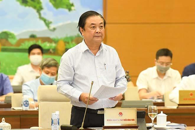 Bộ trưởng Bộ Nông nghiệp và Phát triển Nông thôn Lê Minh Hoan trình bày tờ trình của Chính phủ.