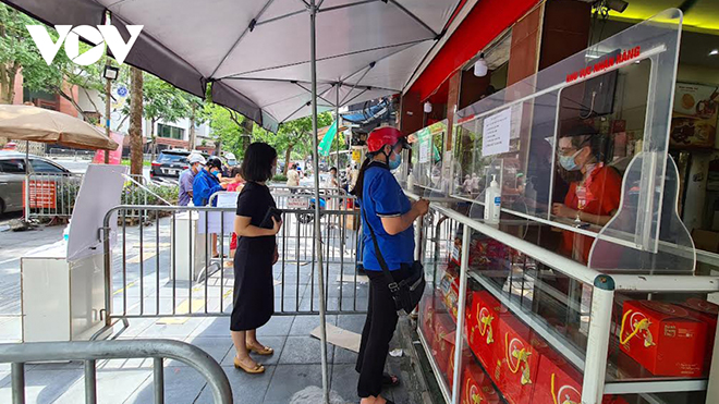 Phố bán bánh trung thu Bà Triệu nay chỉ còn 1 cửa hàng mở.